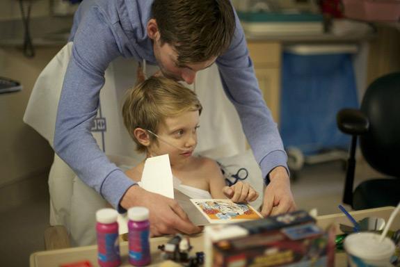 تصویر بچه مریض در داستان هیلو - توجه به مشتری